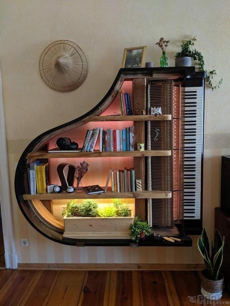 Хуучин төгөлдөр хуураар хийсэн ханын тавиур