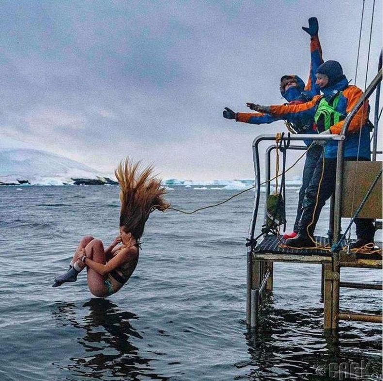Хүйтэн усанд шумбах тэмцээн бас болдог