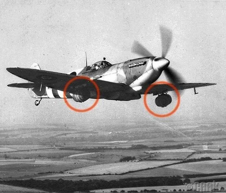 Их Британийн байлдааны онгоц Дэлхийн 2-р дайны үед фронт дээр байгаа цэргүүдэд торхтой виски хүргэж байгаа нь - 1944 он