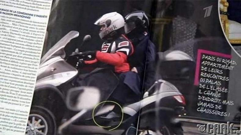 Францын ерөнхийлөгч Франсуа Олланд нууц амрагтайгаа мотоциклээр зугаалж байна