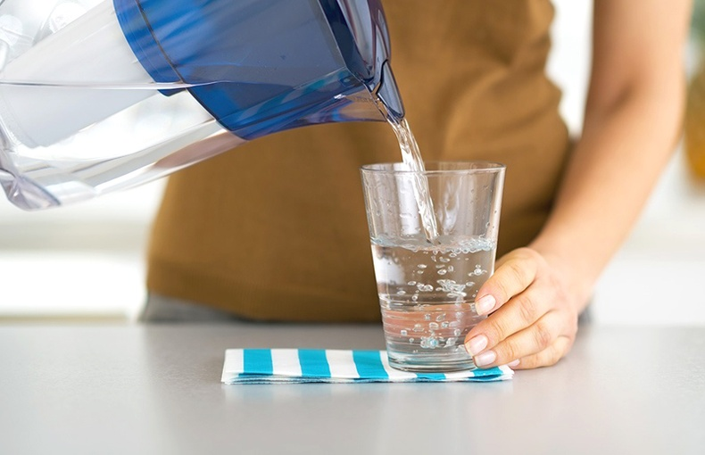 Өглөө бүр нэг стакан бүлээн ус уухын гайхалтай ашиг тус