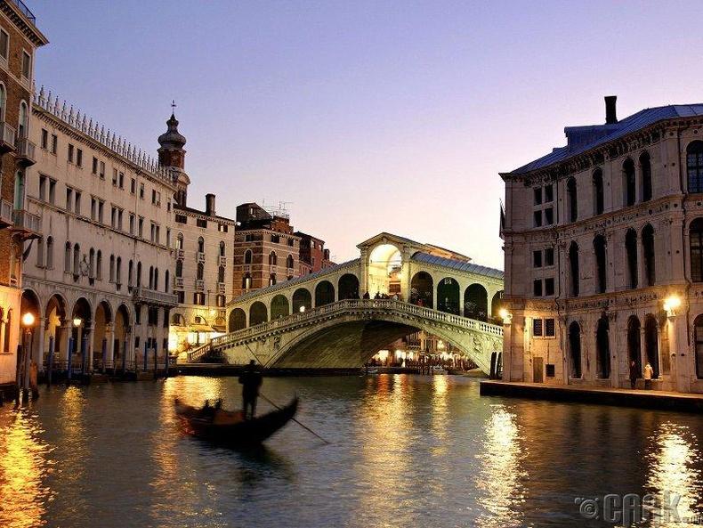 Венеци, Итали.