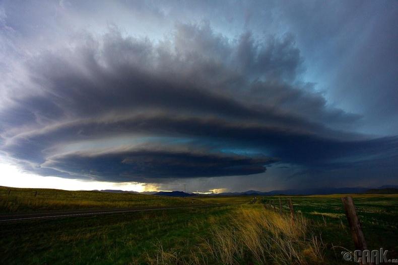 Агаарт үүссэн босоо циклоны нөлөөгөөр үүл ингэж эргэлддэг