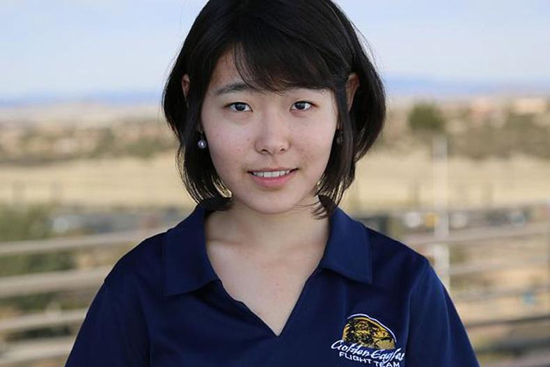 Монгол охин Америкт нисгэгч болохоор бэлтгэгдэж байна