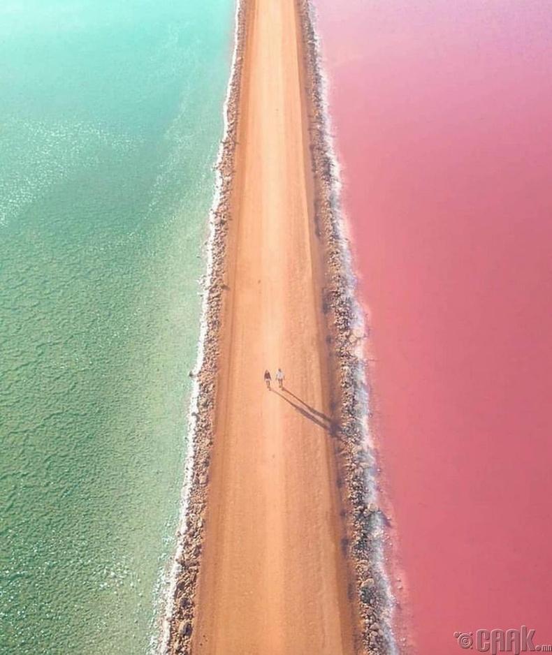 Австрали дахь хоёр нуурыг заагласан зам
