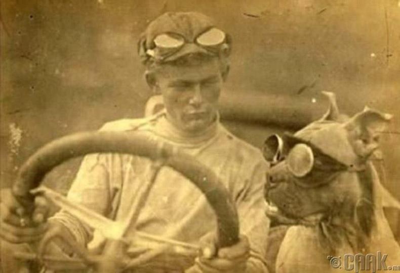 Буд Нельсон: Тив дамнан аялсан анхны туслах жолооч