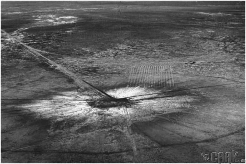 Анхны цөмийн бөмбөгийн туршилтын дараа үүссэн нүх - АНУ, Шинэ Мексик муж