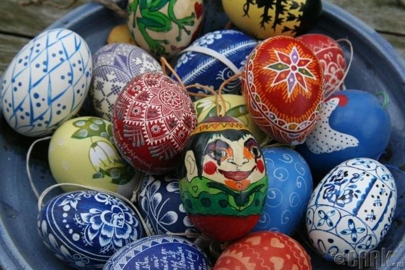 Египетчүүд улаан өндөгний баяраар өндөг чимэглэдэг уламжлалтай
