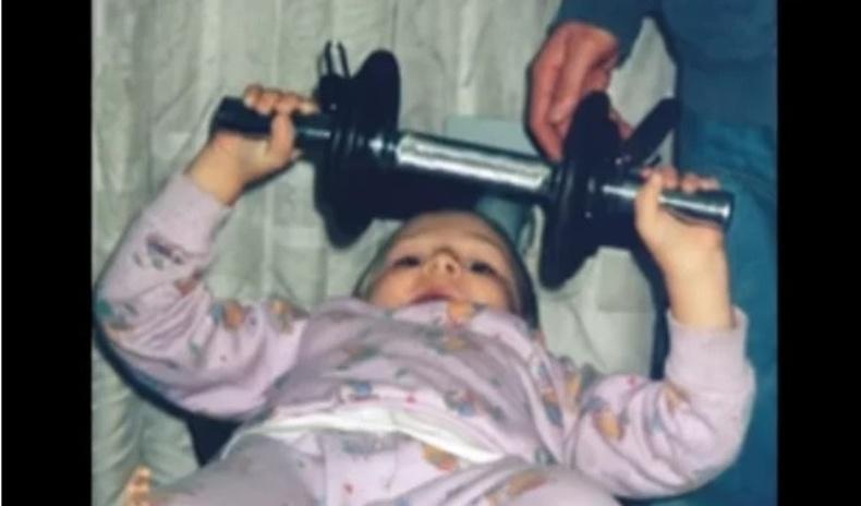 2 настайгаасаа эхлэн булчингаа хөгжүүлсэн хүүд юу тохиолдсон бэ?
