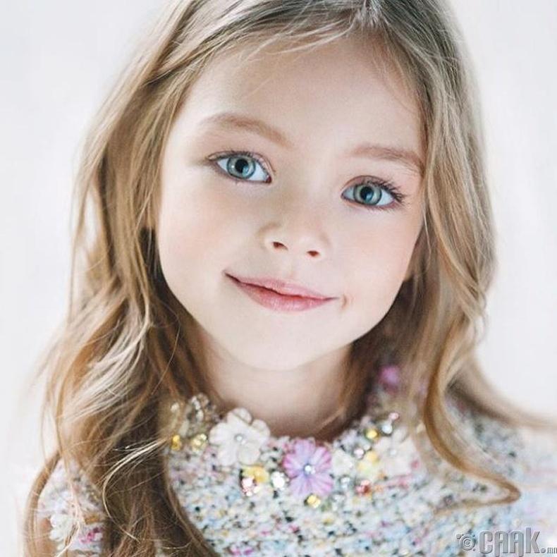 Анна Павага – Санкт-Петербургийн үзэсгэлэнт охин (6 нас)