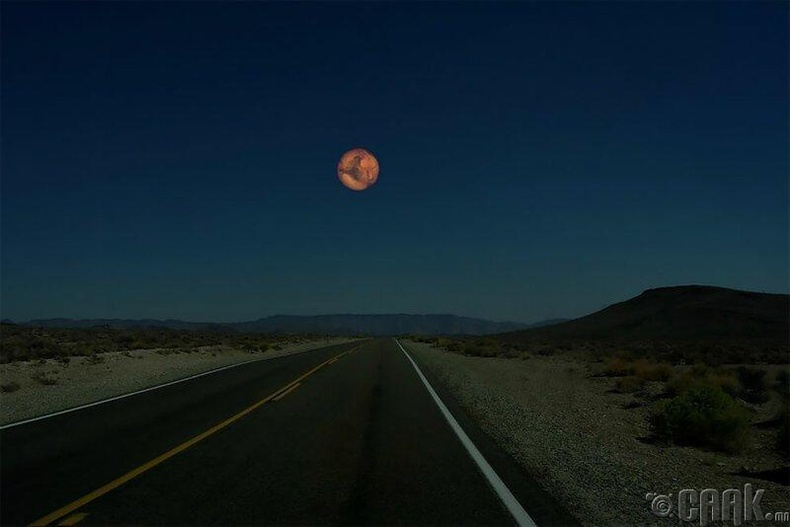 Ангараг нь сарнаас 2 дахин том улаан өнгөтэй гараг бөгөөд мэдээж тэнгэрт 2 дахин том харагдана.