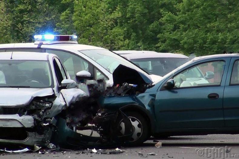 Дуу сонсож байхдаа жолоо барих нь аюултай