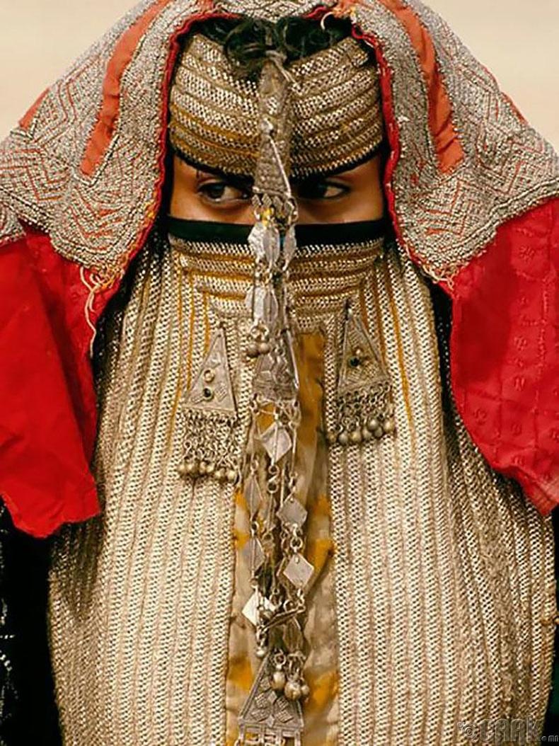 Эритри улсад бэрүүд зочдоос царайгаа нуух гивлүүр зүүдэг уламжлалтай