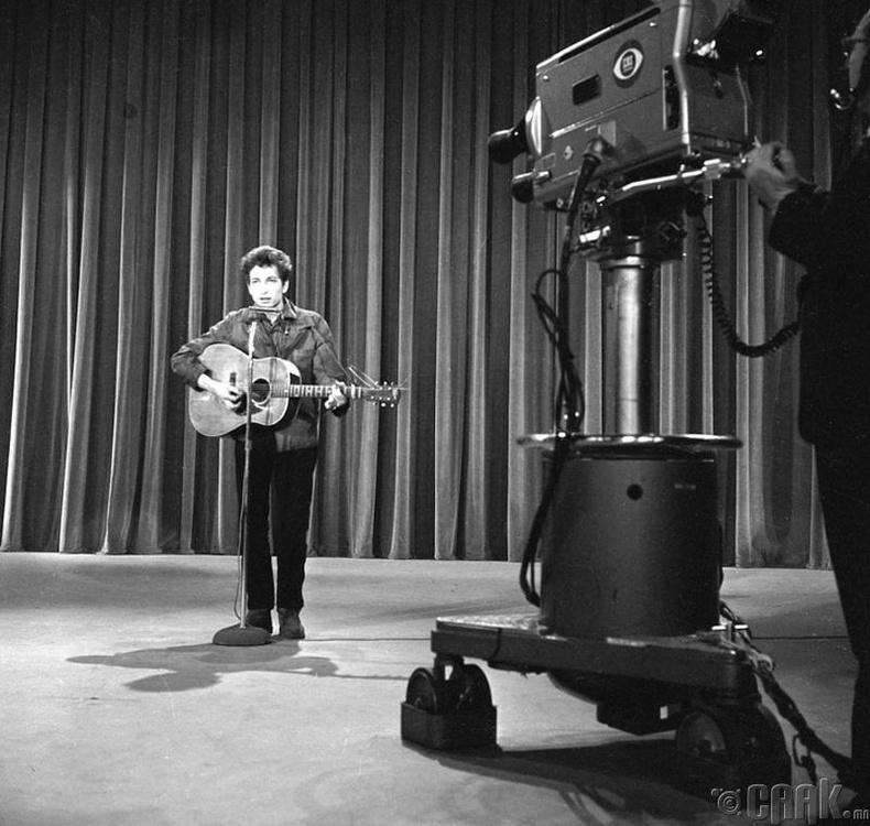 """Боб Дилан (Bob Dylan) """"The Ed Sullivan Show"""" шоуны бичлэгийн үеэр"""