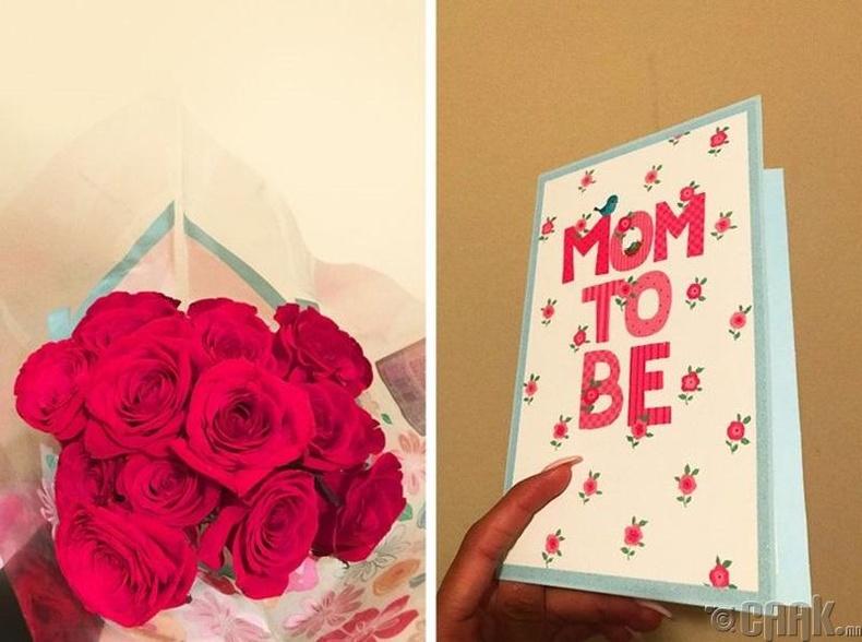 """""""Найз залуу маань ээжүүдийн өдрөөр энэ бэлгийг надад ирээдүйн хүүхдүүдийнх нь ээж болно гээд өгсөн."""""""