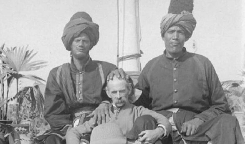 Энэтхэгийн язгууртны хамгаалагч Кашмирын аварга биетнүүд гэж хэн байв?