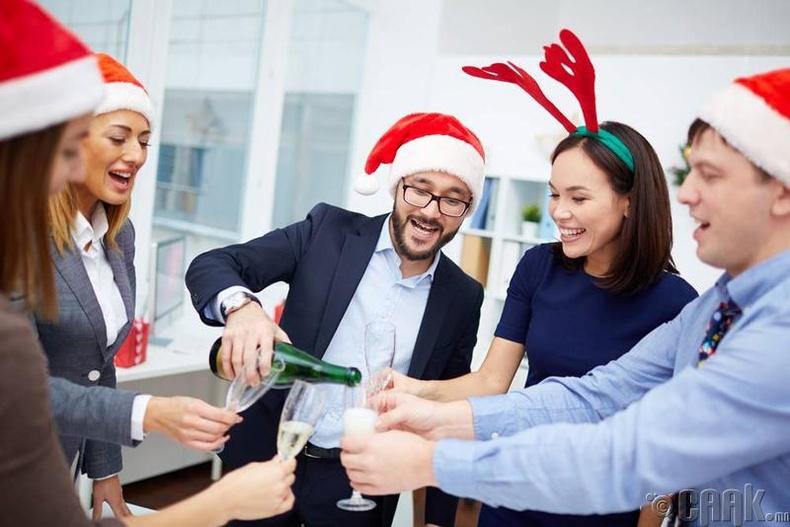 Баяруудыг хамт олноороо тэмдэглэх
