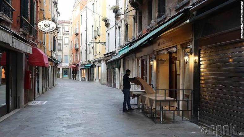 Венецийн хоосон гудамж