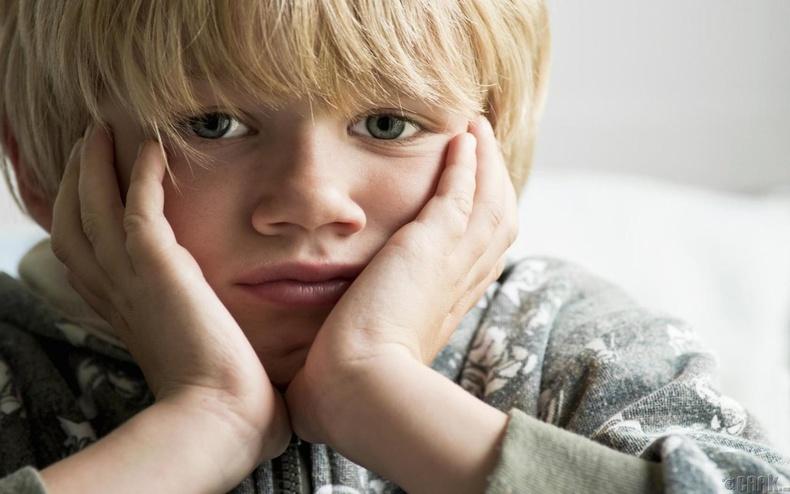 Хүүхдийг аз жаргалгүй болгодог