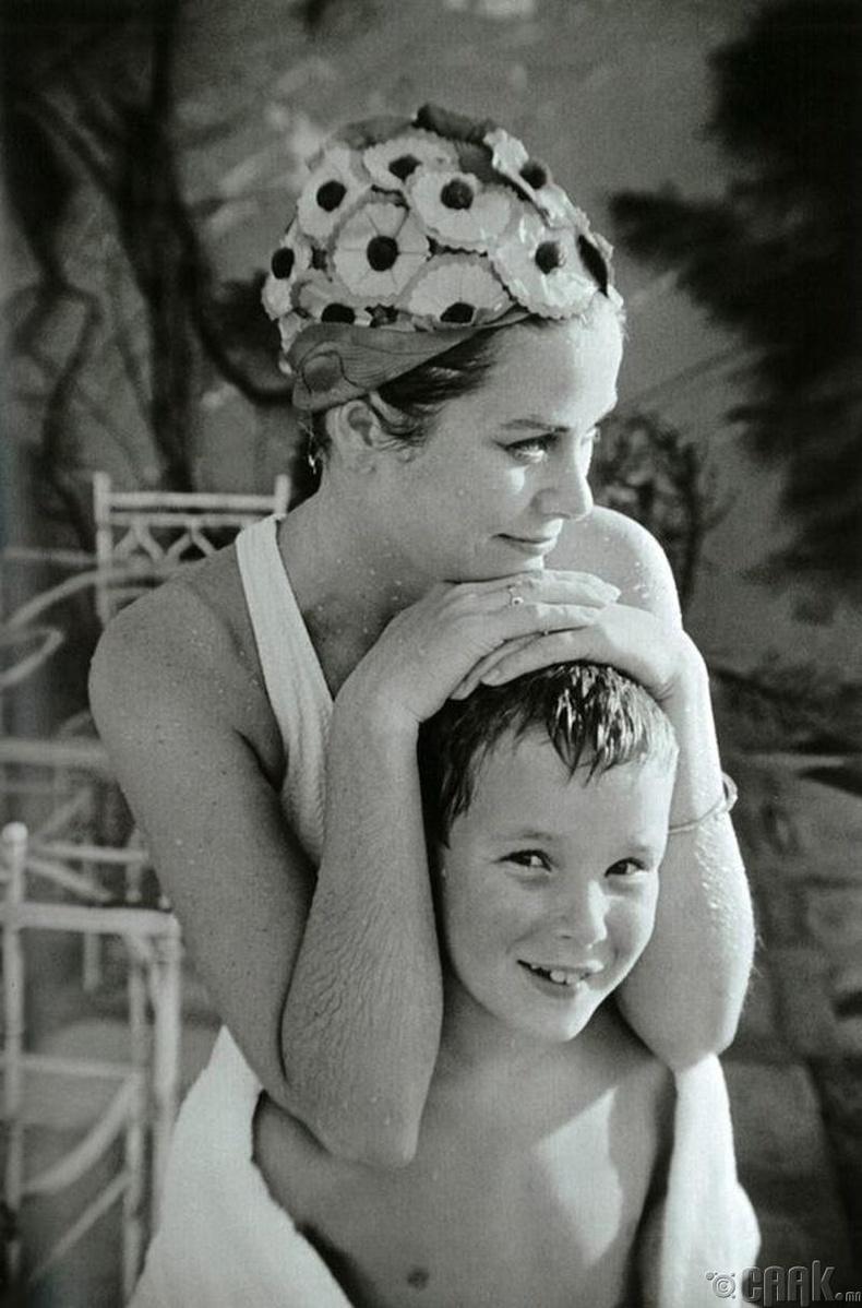 Жүжигичн Грейс Келли (Grace Kelly) хүү Алберт (Albert)-ийн хамт - 1967 он
