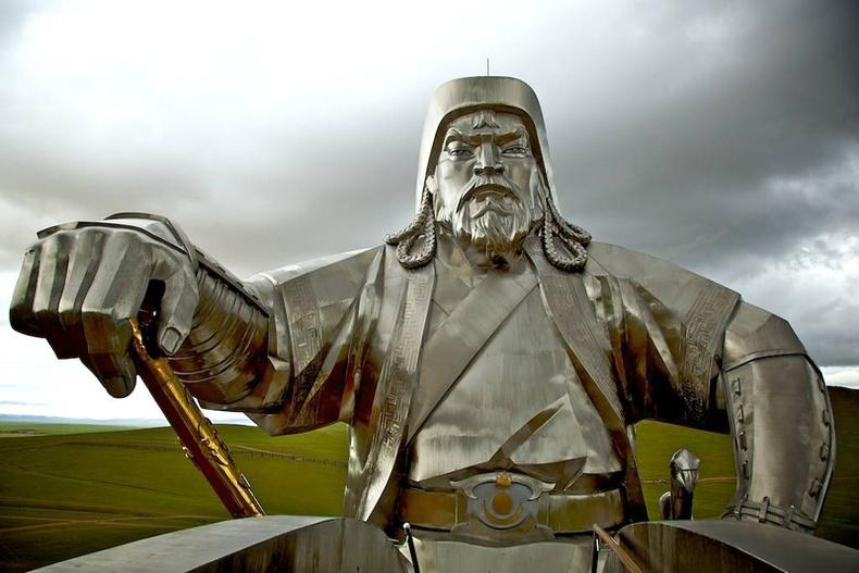 Гадныхан Чингис хааны талаар ингэж боддог
