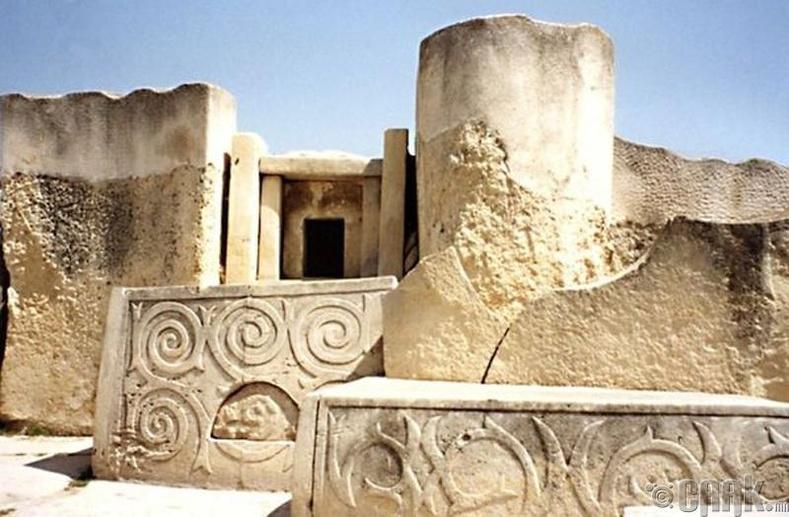 Мегалитийн сүм, Малть