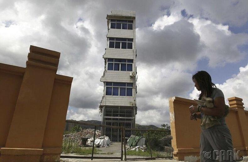 Жэжян муж дахь хэсэгчлэн нураасан барилга