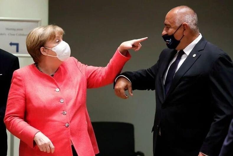 Германы канцлер Ангела Меркель Болгарын ерөнхий сайдыг маскаа зөв зүүхийг шаардаж байгаа нь