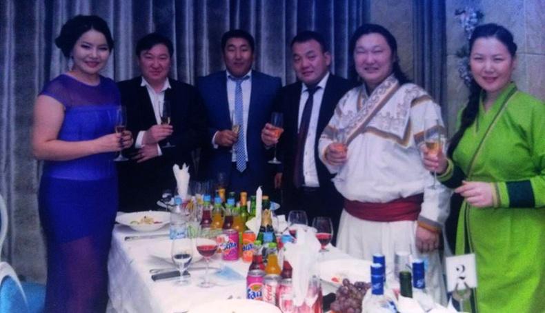 Монголчууд шинэ жилээ ингэж тэмдэглэдэг