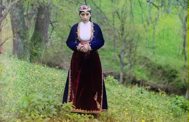 Армен бүсгүй үндэсний хувцастайгаа - 1910 он