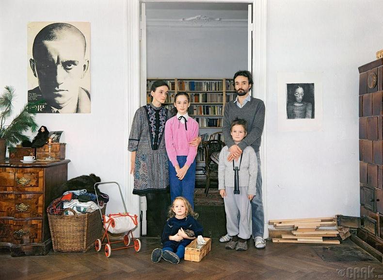 Бетагийн гэр бүл