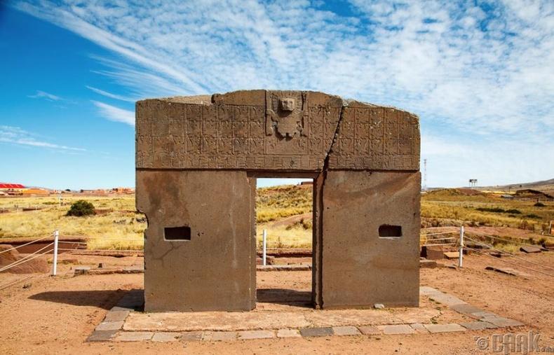 Нарны хаалга, Болив