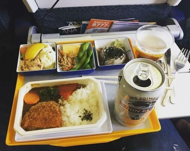 Япон онгоцны энгийн классын хоол