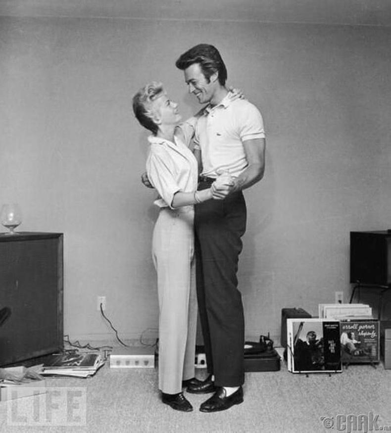 Жүжигчин Клинт Иствуд анхны эхнэр Мэггигийн хамт