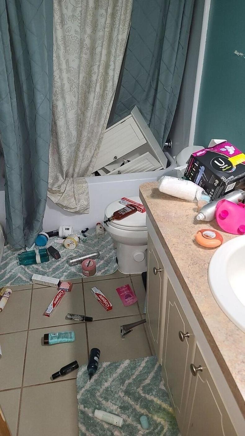 Өглөөний 5 цагт ариун цэврийн өрөөний тавиур нурах мөч