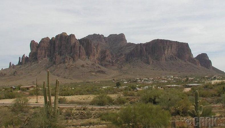 Үхлийн уулс,Феникс, Аризона