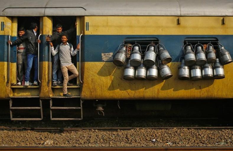 Энэтхэг даяар өдөр бүр 12 мянга орчим галт тэрэг зорчигч тээвэрлэхээр үйлчилгээнд гардаг байна.