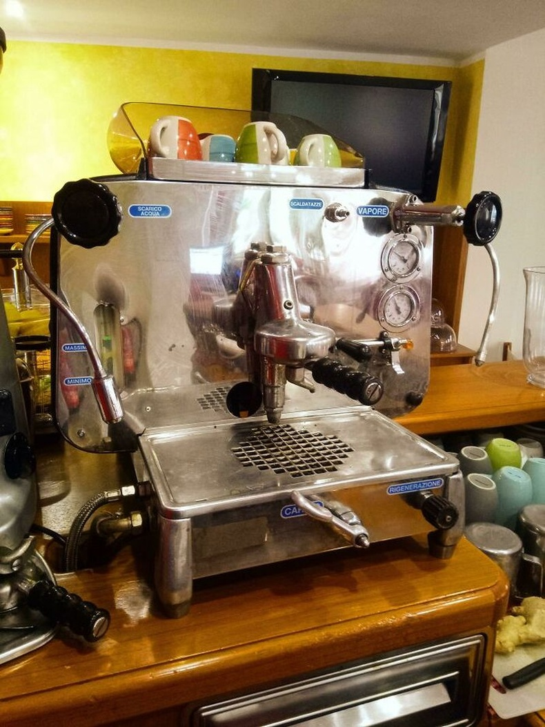 """""""60-аад оноос хойш хамгийн амттай кофегоор дайлж буй Faema E61 кофе чанагч"""""""