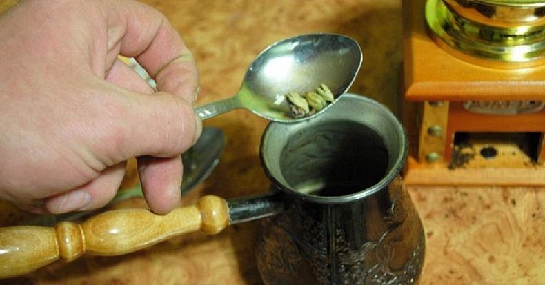 Үүнийг кофе, цайндаа хольж уугаад, бөөрний өвчнөөс салаарай!