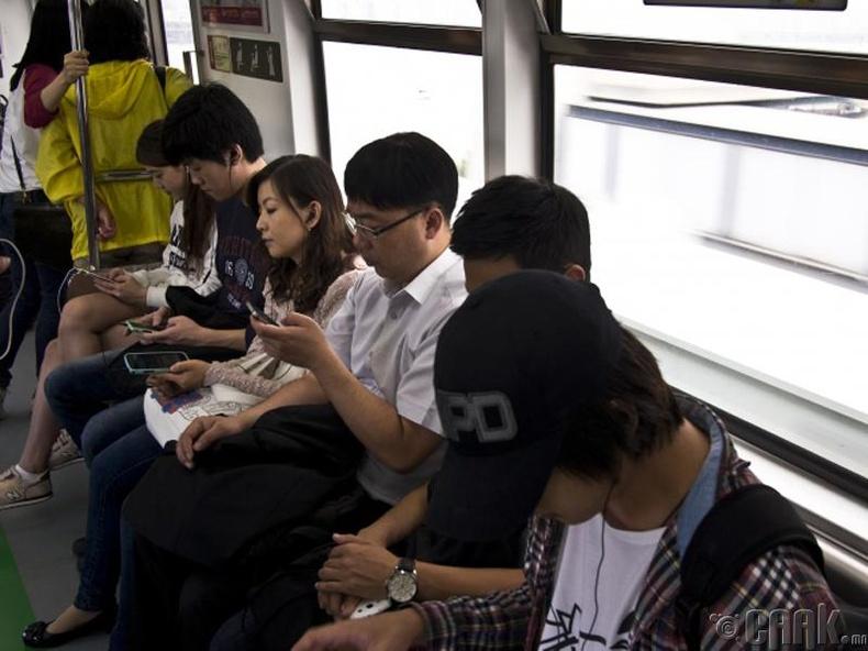 Бүгд ухаалаг утас хэрэглэдэг