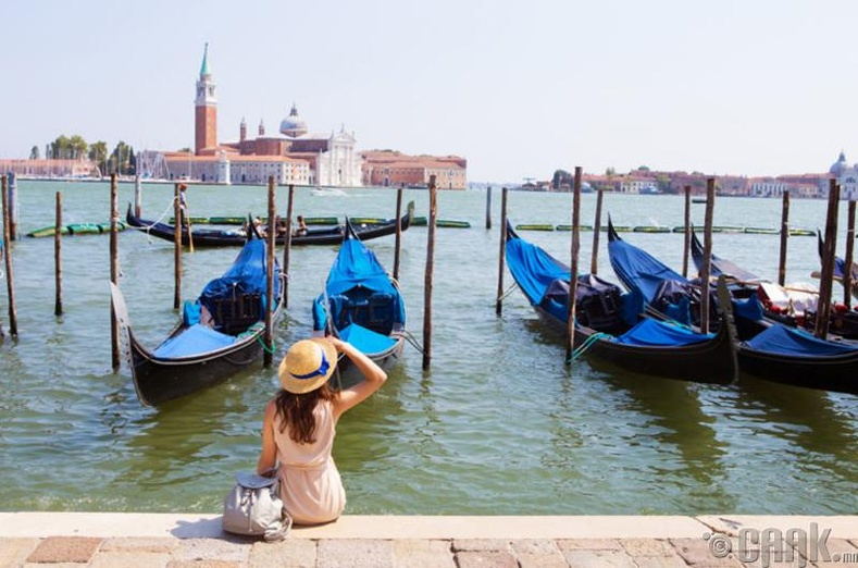 Италийн Венецэд газар суувал 588 долларын торгуультай