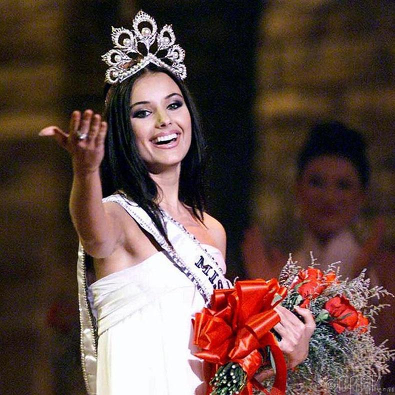 """""""Miss Universe-2002""""-ын ялагч: Оросын гоо бүсгүй Оксана Федорова, 24 настай, 178 см өндөр."""