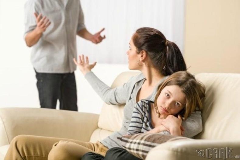 Бүх яриа нь хүүхэдтэй холбоотой байдаг
