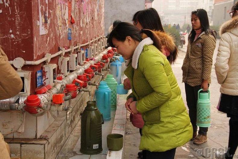 Хятадууд халуун усыг ихэвчлэн эмийн зориулалтаар уудаг