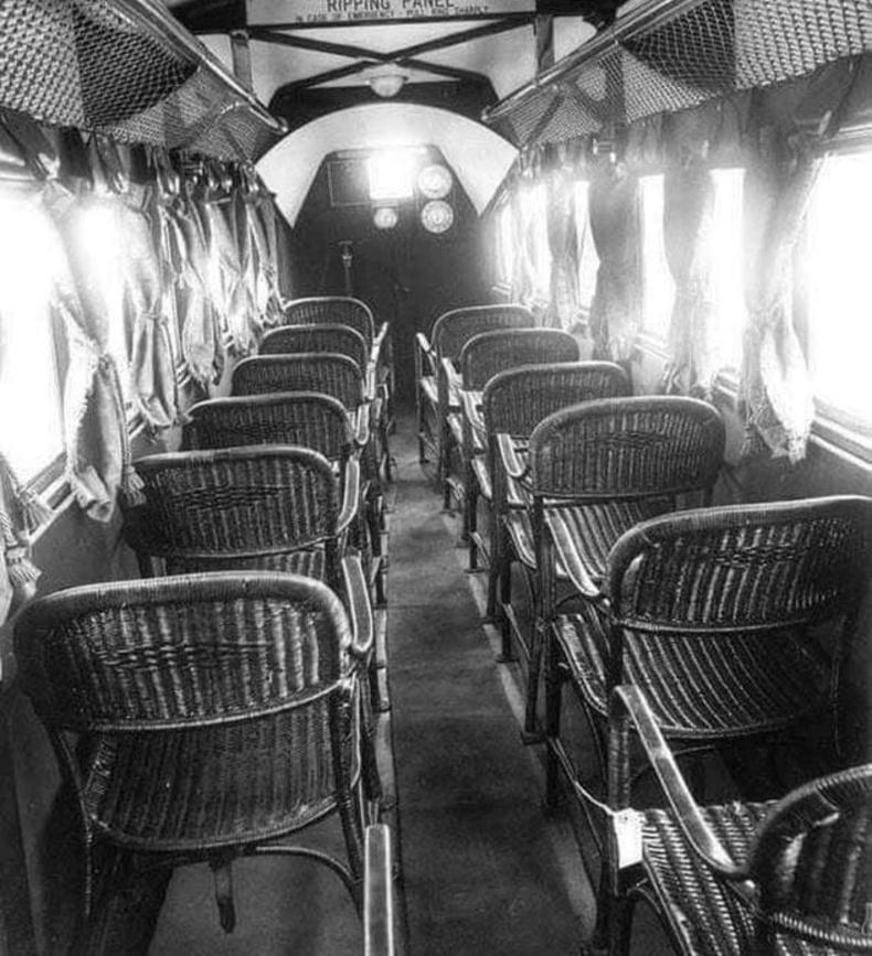 1930 оны зорчигч тээврийн онгоцны бүхээгийн зураг