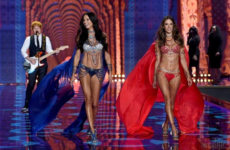 2014 оны шоун дээр Алессандра Амбросио, Адриана Лима нар 2 сая долларын үнэтэй эрдэнийн чулуугаар гоёжээ.