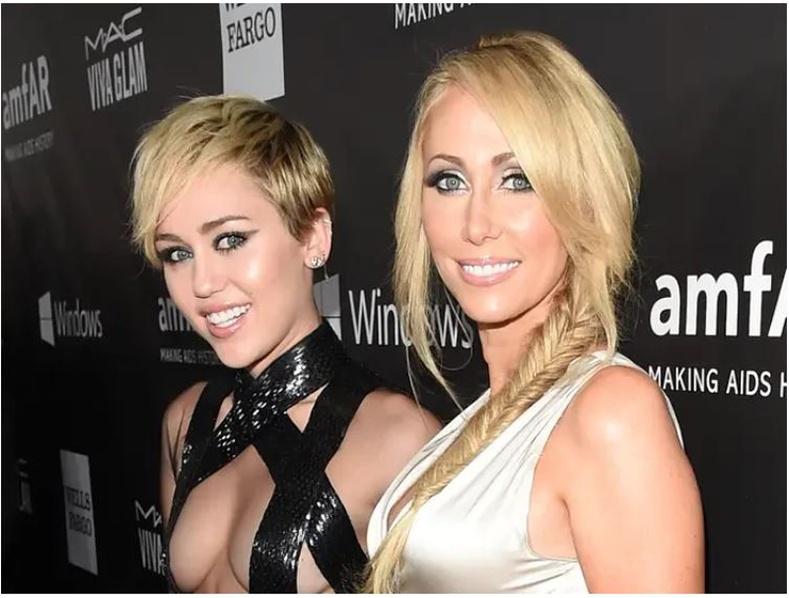 Тиш Сайрус (Tish Cyrus)-ийн охин Майли Сайрус (Miley Cyrus)
