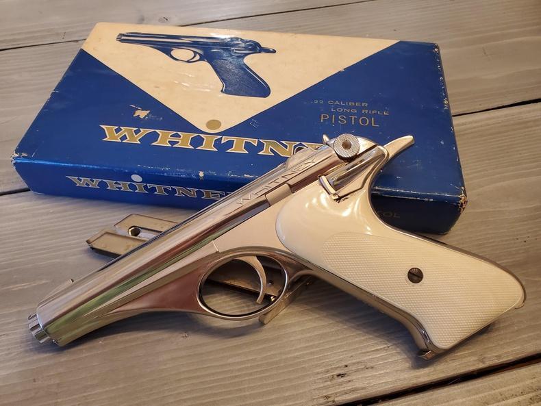 50-иад онд хийгдсэн шинэлэг дизайнтай .22 мм-ийн Whitney Wolverine гар буу
