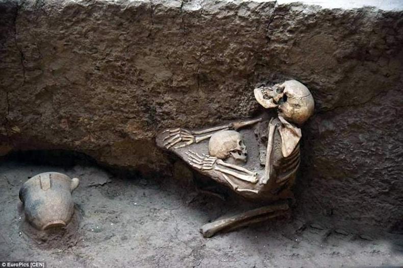 МЭӨ 2000-аад онд Хятадад болсон газар хөдлөлтөнд амь үрэгдсэн ээж, хүү хоёр 4000 жилийн дараа