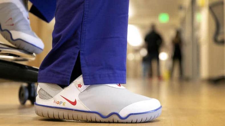 """""""Nike"""" компани эмнэлгийн ажилтнуудад тусгайлан пүүз үйлдвэрлэж, хандивлана"""